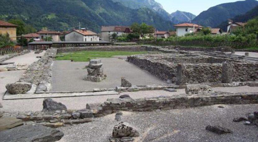 veduta del foro romano di Zuglio, antica Iulium Carnicum