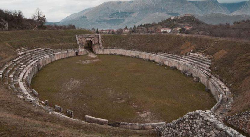 anfiteatro di alba fucens