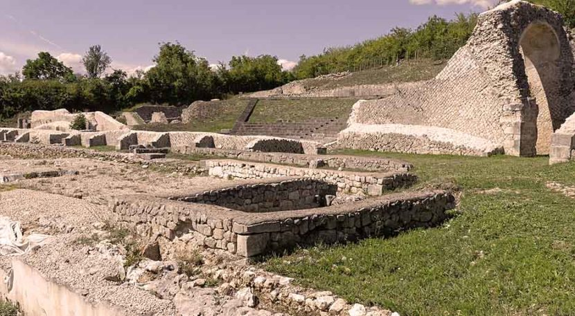 resti nell'area archeologica di amiternum