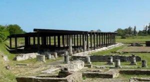 veduta del parco archeologico di Potentia e dei suoi scavi