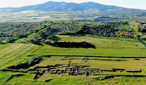 Vista dall'alto dell'area archeologica di Torre degli Embrici