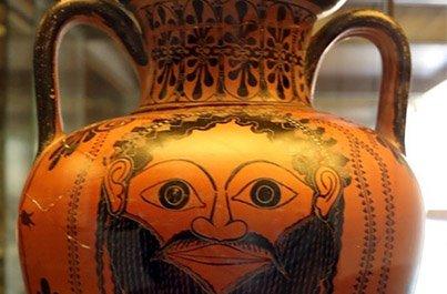 dettaglio anfora con maschera di dioniso
